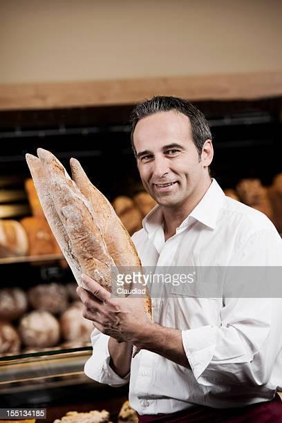 Baker tenant baguette de pain