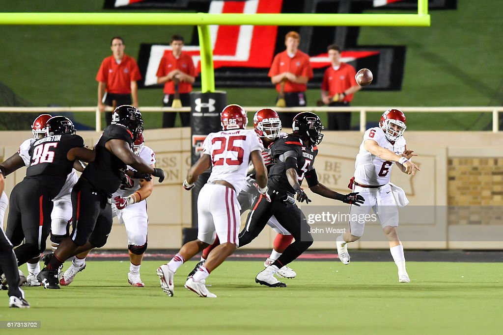 Baker Mayfield #6 of the Oklahoma Sooners passes the ball during the game against the Texas Tech Red Raiders on October 22, 2016 at AT&T Jones Stadium in Lubbock, Texas. Oklahoma won the game 66-59.