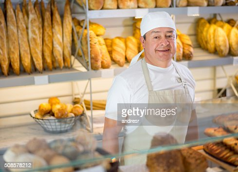 Baker working at the bakery : Stock-Foto
