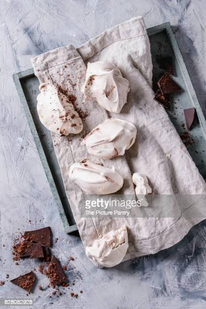 Baking meringue with chocolate
