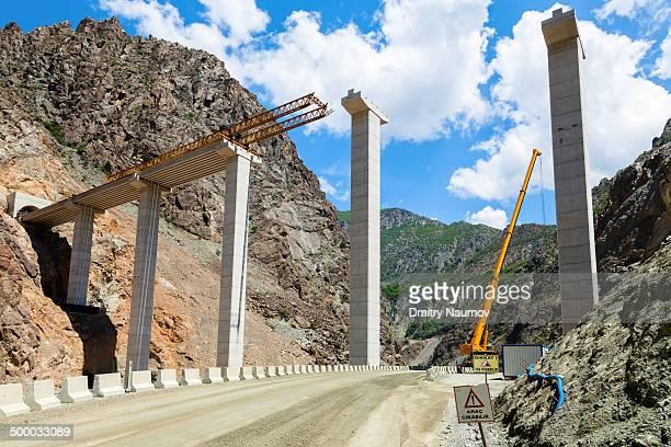 Balanced cantilever viaduct construction