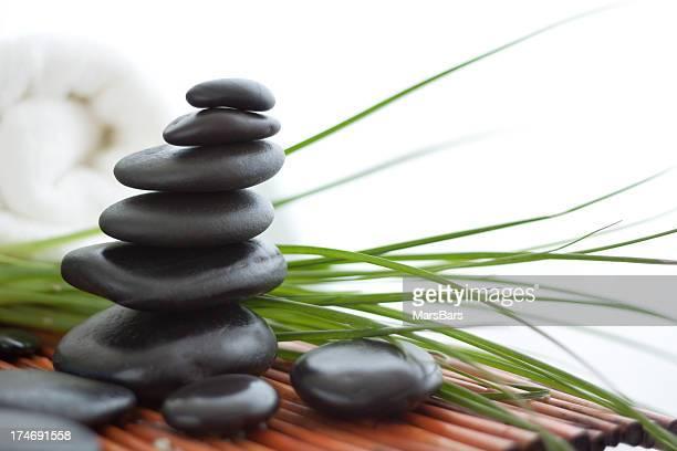 Massagem pedras equilibradas