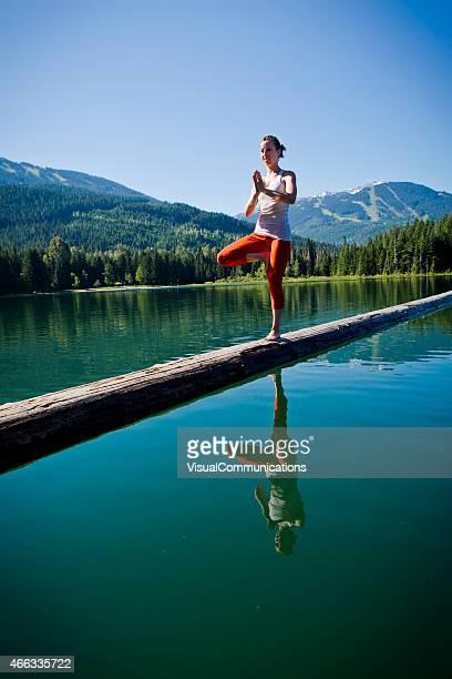 En équilibre sur rendez-vous au lac de Whistler.