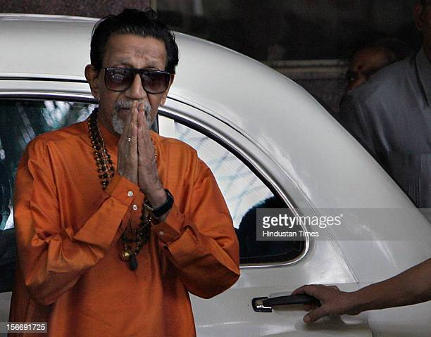 Balasaheb Thackeray at Hinduja Hospital after Pramod Mahajan passed away at 410pm on May 3 2006 in Mumbai India