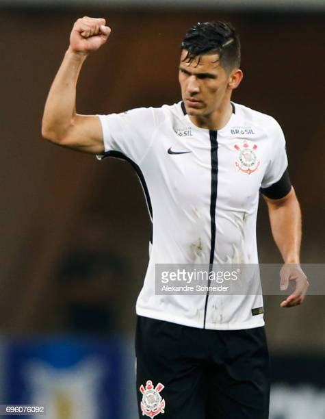 Balbuena of Corinthians celebrates their first goal during the match between Corinthians and Cruzeiro for the Brasileirao Series A 2017 at Arena...