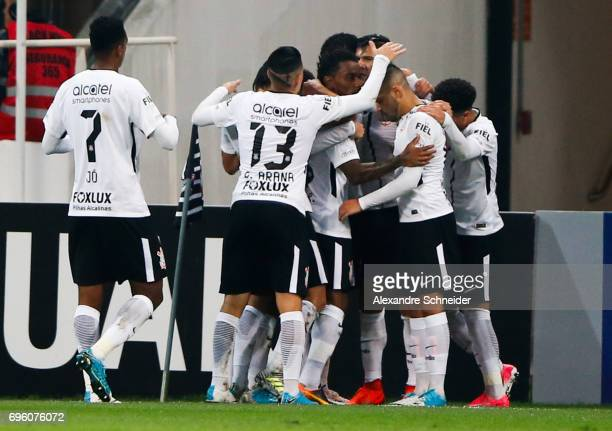 Balbuena of Corinthians celebrates their first goal with his team matesduring the match between Corinthians and Cruzeiro for the Brasileirao Series A...