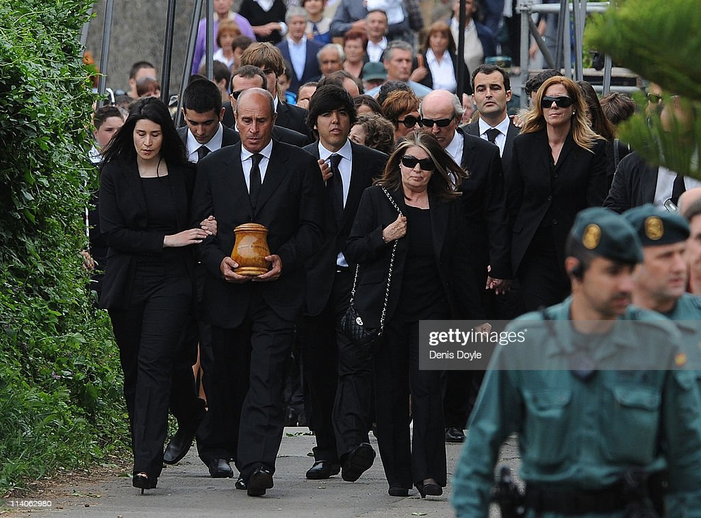 Baldomino Ballesteros carries the ashes of his brother <a gi-track='captionPersonalityLinkClicked' href=/galleries/search?phrase=Seve+Ballesteros&family=editorial&specificpeople=215301 ng-click='$event.stopPropagation()'>Seve Ballesteros</a> during the funeral service held for the legendary Spanish golfer on May 11, 2011 in Pedrena, Spain. Top-ranked golf players have joined family members and friends to pay their last respects to the late golf great, who died on May 7, 2011 from complications arising from a brain tumor, in his home town parish church.