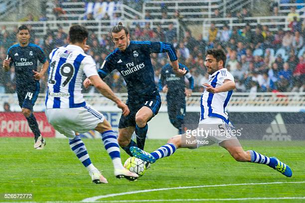 Bale of Real Madrid duels for the ball with Markel Bergara and Yuri of Real Sociedad during the Spanish league football match between Real Sociedad...