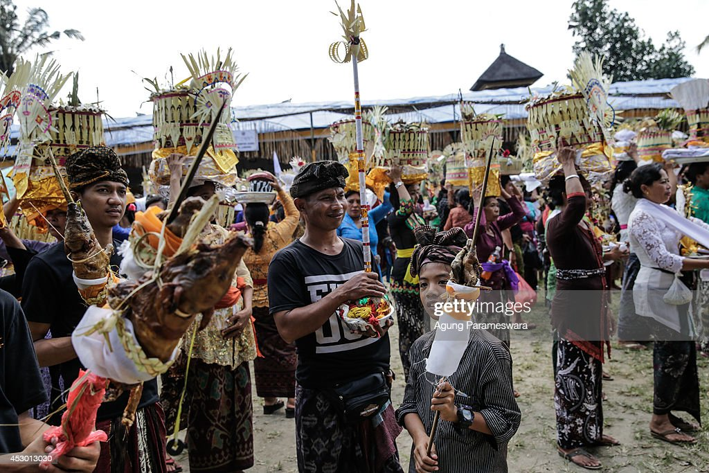 Balinese people carry offerings during Balinese Hindu mass cremation on August 1 2014 in Ubud Bali Indonesia More than 100 corpses were collectively...