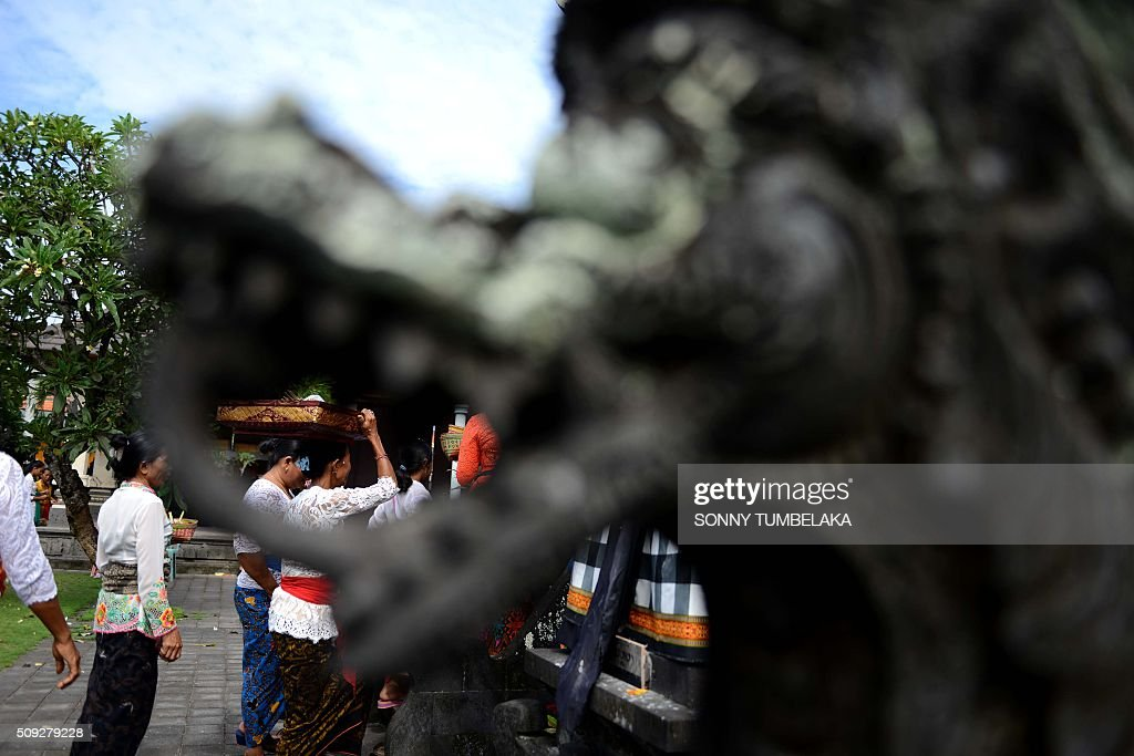 Balinese people pray at a temple to celebrate Galungan day in Jimbaran, on Indonesia's resort island of Bali on February 10, 2016. Galungan Day is a holiday celebrated by Balinese as a sign of victory of good against evil. AFP PHOTO/SONNY TUMBELAKA / AFP / SONNY TUMBELAKA