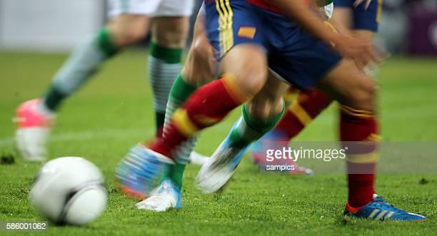 Spanien Irland UEFA EURO 2012 group C Spain Republic of Ireland 1462012 PGE Arena Danzig Zweikampf Quer ganz Aktion action Zweikampf Spielszene...