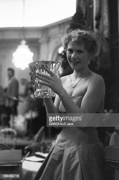 Ball Of The Beginners 1958 Le 12 juillet 1958 au château de Versailles le bal des débutantes réunit les jeunes filles de la bonne société ayant...