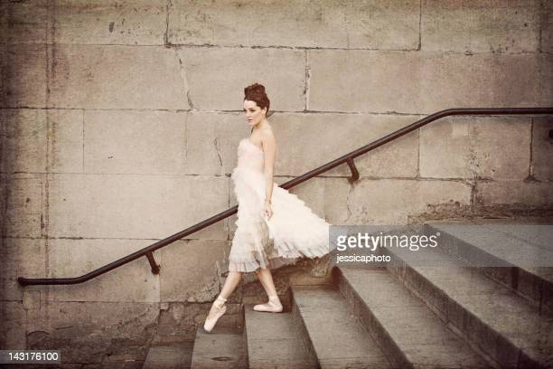 Ballerine escalier descend
