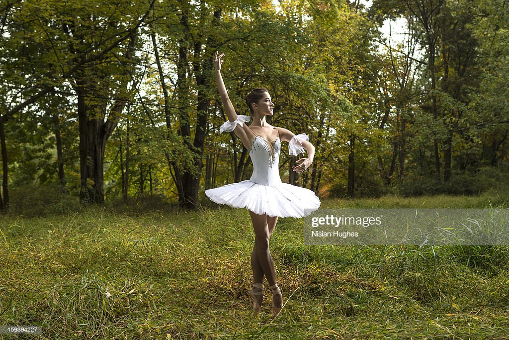 Ballerina in tutu performing in nature : Stock Photo