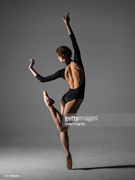 Ballerina performing Piqué on Pointe