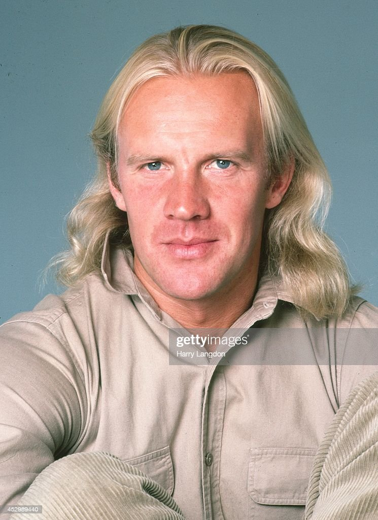 Ballet dancer and actor Alexander Godunov poses for a portrait in 1985 in Los Angeles, California.