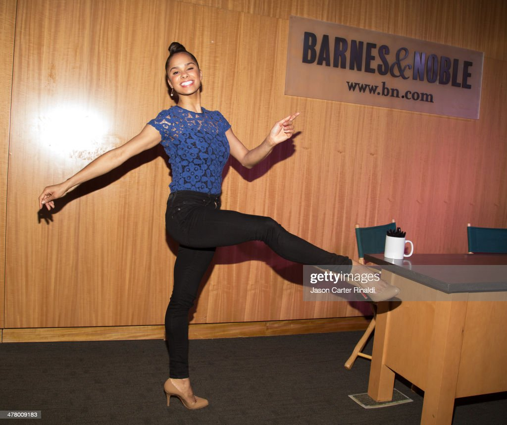 Ballet dancer <a gi-track='captionPersonalityLinkClicked' href=/galleries/search?phrase=Misty+Copeland&family=editorial&specificpeople=2444160 ng-click='$event.stopPropagation()'>Misty Copeland</a> attends the <a gi-track='captionPersonalityLinkClicked' href=/galleries/search?phrase=Misty+Copeland&family=editorial&specificpeople=2444160 ng-click='$event.stopPropagation()'>Misty Copeland</a> In Conversation With Vogue's Chloe Malle at Barnes & Noble, 86th & Lexington on March 11, 2014 in New York City.