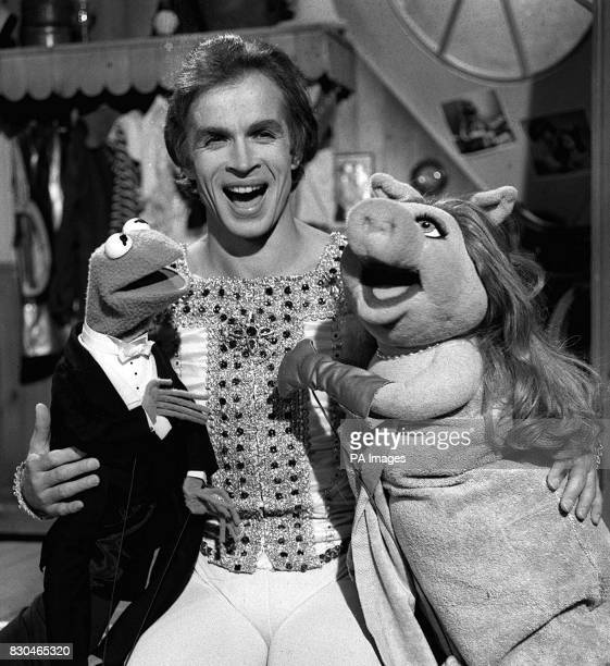 Ballet dancer Rudolf Nureyev with Muppets Kermit the Frog and Miss Piggy at ATV Studios in Boreham Wood during a recording of The Muppet Show