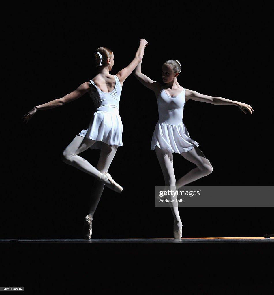 ballet dancers on stage - photo #18