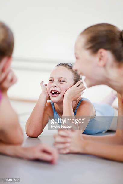 Ballerini di balletto parla in palestra