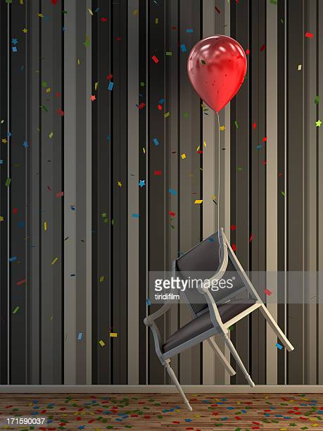 Luftballons und Stuhl
