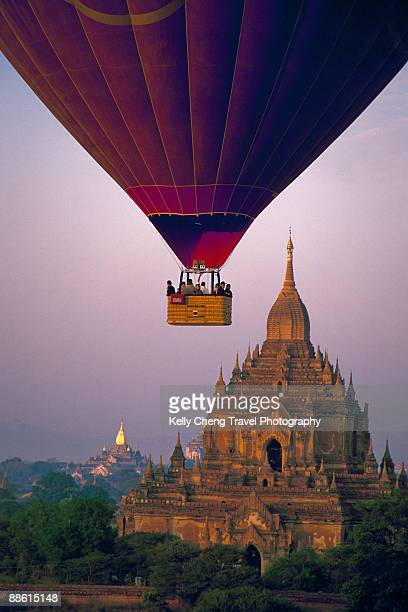Balloon and Htilominlo Temple of Bagan