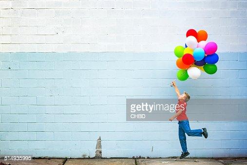 Bambine con palloncini foto e immagini stock getty images - Immagine con palloncini ...