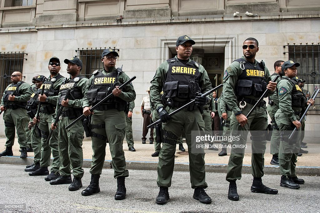 TOPSHOT - Baltimore County Sheriffs officers gather after Baltimore Officer Caesar Goodson Jr. was acquitted of all charges in his murder trial for the death of Freddie Gray at the Mitchell Court House June 23, 2016 in Baltimore, Maryland. Goodson, who drove the van in which Freddie Gray, a young African American, was transported before he died was acquitted of all charges including second degree murder and manslaughter. / AFP / Brendan Smialowski