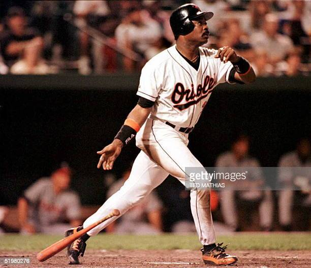 Baltimore Orioles Eddie Murray watches as his 500th home run off Detroit Tigers starter Felipe Lira clears the fence at Oriole Park at Camden Yards...