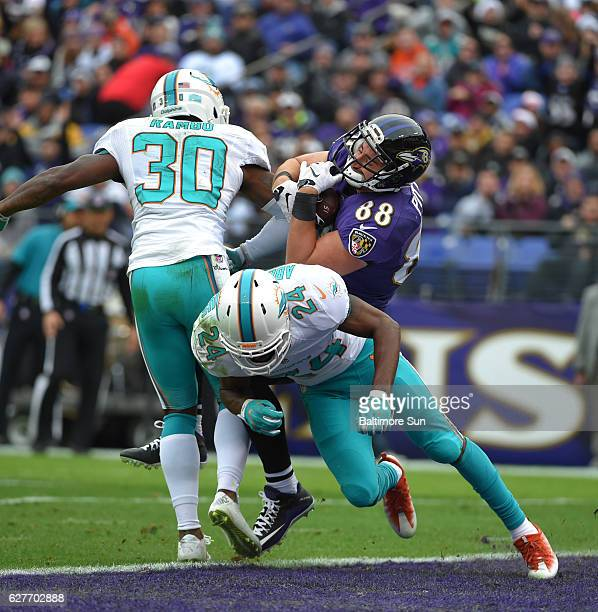 Baltimore Ravens' Dennis Pitta catches a first quarter touchdown pass against the Miami Dolphins on Sunday Dec 4 2016 at MT Bank Stadium in Baltimore...