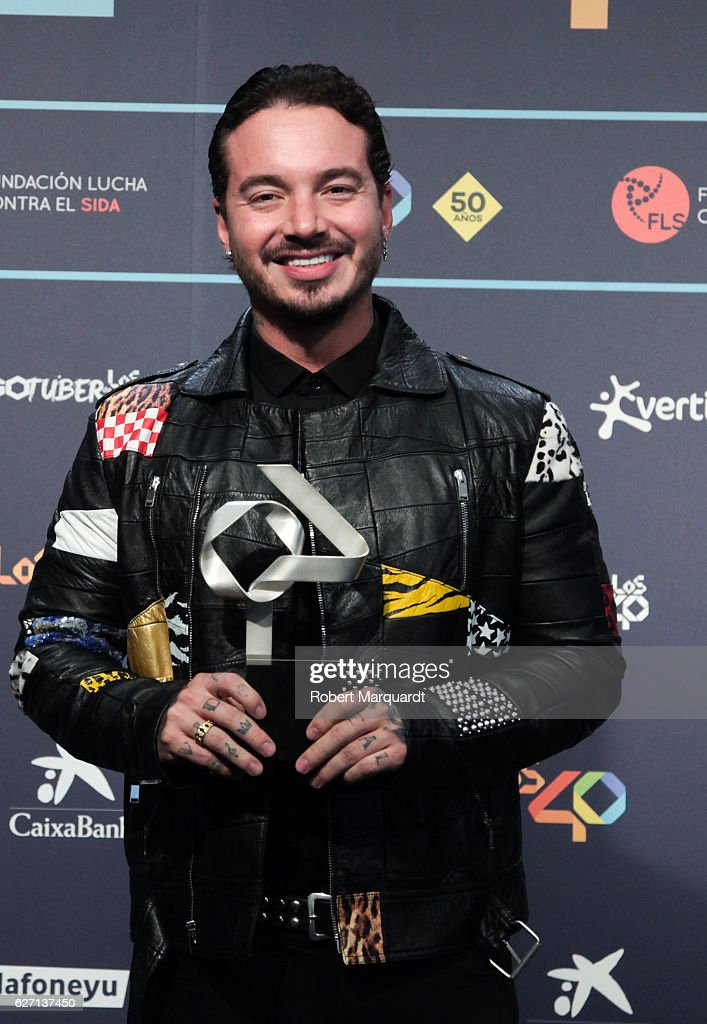 balvin-poses-backstage-after-receiving-an-award-at-the-los-40-music-picture-id627137450