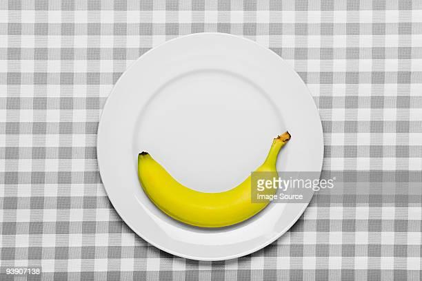 Banane sur une assiette