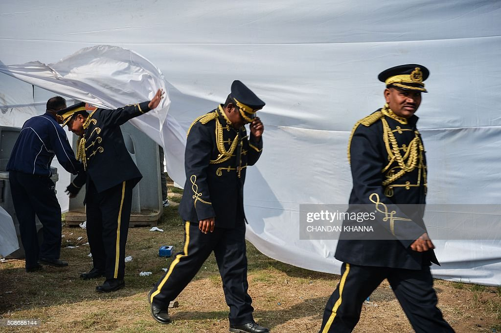 Band members of the Central Industrial Security Force (C.I.S.F) walk around the 6th 21 Gun Salute International Vintage Car Rally in New Delhi on February 6, 2016. The two-day event ends February 7. AFP PHOTO / CHANDAN KHANNA / AFP / Chandan Khanna
