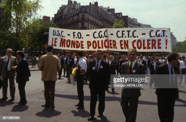 Banderole lors de la manifestation des policiers le 24 mai 1991 a Paris France