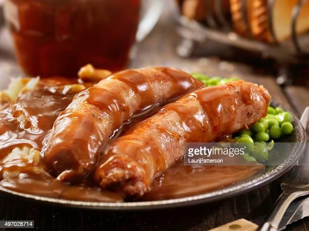 Bratwürstchen mit Kartoffelpüree (Bangers, Püree und Bier