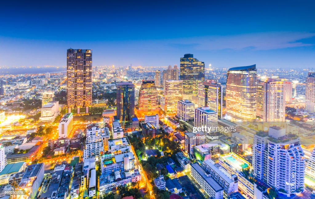 Bangkok Cityscape, Business district with high building at dusk (Bangkok, Thailand) : Stock-Foto
