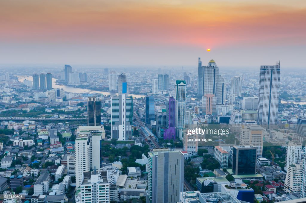 Bangkok Cityscape, Business district with high building at dusk (Bangkok, Thailand) : ストックフォト