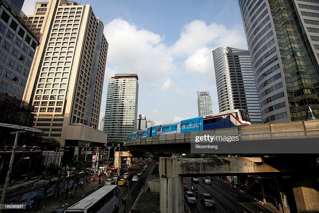 A Bangkok Mass Transit System Pcl SkyTrain, a unit of BTS Group Holdings Pcl, travels on an elevated track as traffic moves along Sathorn Road in central Bangkok, Thailand, on Thursday, April 4, 2013. The BTS Rail Mass Transit Growth Infrastructure Fund, backed by Bangkok's SkyTrain, raised about 62.5 billion baht ($2.1 billion) in Thailand's biggest initial public offering. Photographer: Dario Pignatelli/Bloomberg via Getty Images