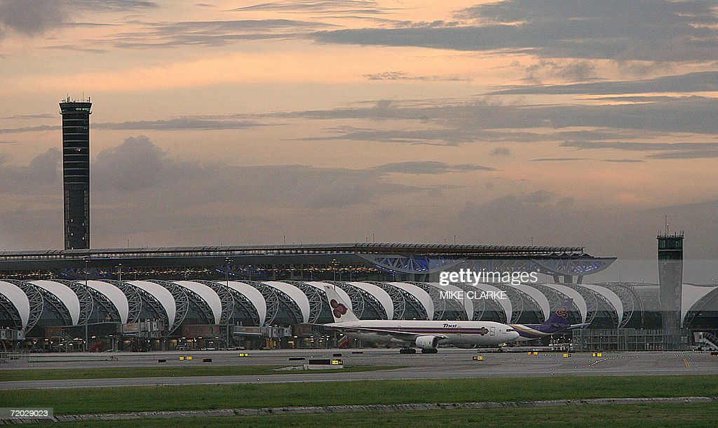 A Thai Airways plane taxis at the new Suvarnabhumi airport 27 September 2006 Bangkok's new international airport officially opens its doors in the...