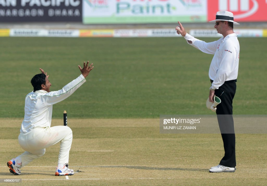 Bangladesh bowler Shakib Al Hasan (L) makes a successful appeal for the wicket of Sri Lankan batsman Suranga Lakmal as umpire Paul Reiffel raises his finger during the second day of the second Test match between Bangladesh and Sri Lanka at The Zahur Ahmed Chowdhury Stadium in Chittagong on February 5, 2014. AFP PHOTO/ Munir uz ZAMAN