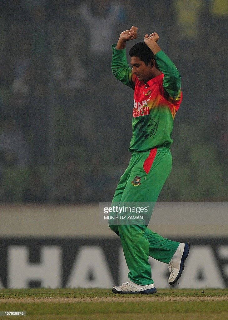Bangladesh cricketer Mohammad Mahmudullah reacts after the dismissal of the unseen West Indies batsman Darren Bravo during the fifth one day international between Bangladesh and West Indies at The Sher-e-Bangla National Cricket Stadium in Dhaka on December 8, 2012. AFP PHOTO/ Munir uz ZAMAN