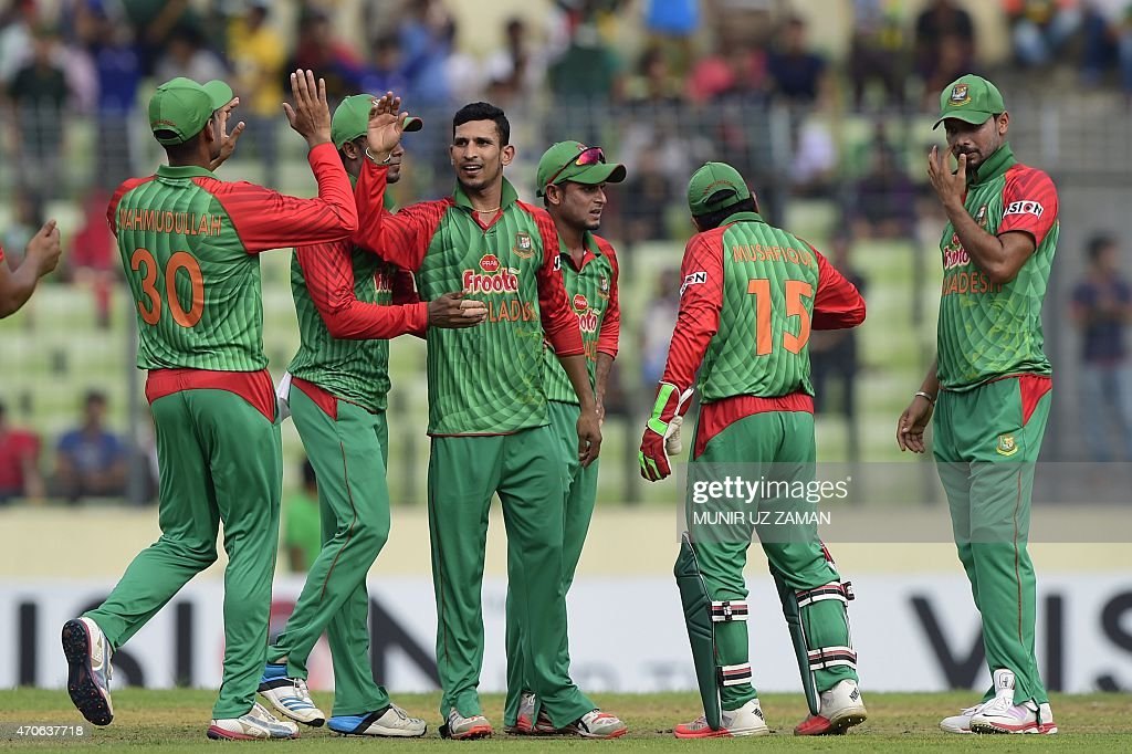 Bangladesh cricketer <a gi-track='captionPersonalityLinkClicked' href=/galleries/search?phrase=Nasir+Hossain&family=editorial&specificpeople=4879926 ng-click='$event.stopPropagation()'>Nasir Hossain</a> (3rd L) celebrates with his teammates after the dismissal of the Pakistan cricketer Sami Aslam during the third One Day International cricket match between Bangladesh and Pakistan at the Sher-e-Bangla National Cricket Stadium in Dhaka on April 22, 2015. AFP PHOTO / Munir uz ZAMAN