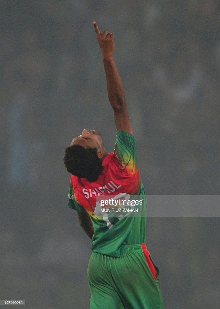 Bangladesh cricketer Shafiul Islam reacts after the dismissal of the unseen West Indies batsman Kemar Roach during the fifth one day international between Bangladesh and West Indies at The Sher-e-Bangla National Cricket Stadium in Dhaka on December 8, 2012. AFP PHOTO/ Munir uz ZAMAN