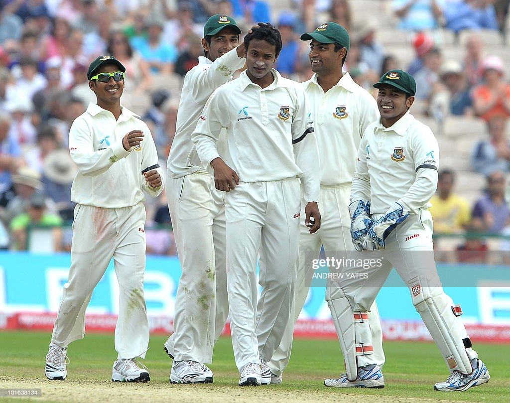 Bangladesh Shakib Al Hasan (C) celebrates with team mates after taking the wicket of England's Ian bell during the second day of the second Test match at Old Trafford in Manchester, north-west England on June 4 2010.
