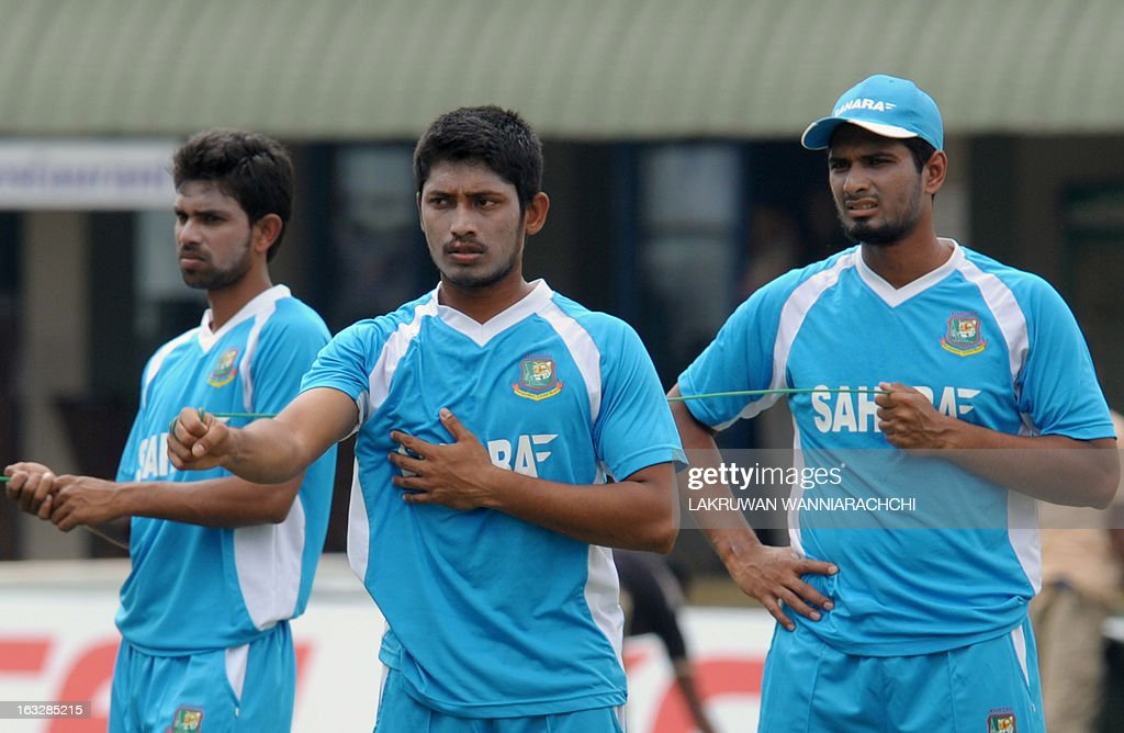 Bangladeshi cricketer Anamul Haque (C) stretches with teammates during a practice session at the Galle International Cricket Stadium in Galle on March 7, 2013. Bangladesh will play two Tests, three one-dayers and one Twenty20 during their month-long tour of Sri Lanka, with the first Test starting at Galle on March 8. AFP PHOTO/ LAKRUWAN WANNIARACHCHI