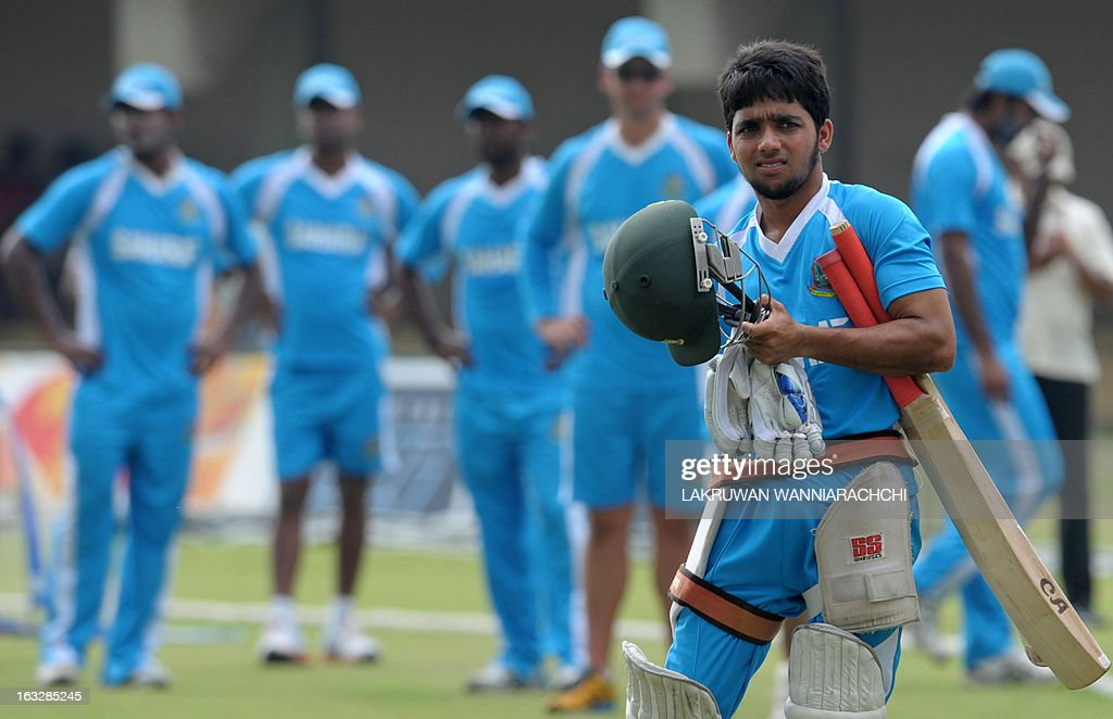 Bangladeshi cricketer Mominul Hoque (R) walks during a practice session at the Galle International Cricket Stadium in Galle on March 7, 2013. Bangladesh will play two Tests, three one-dayers and one Twenty20 during their month-long tour of Sri Lanka, with the first Test starting at Galle on March 8.