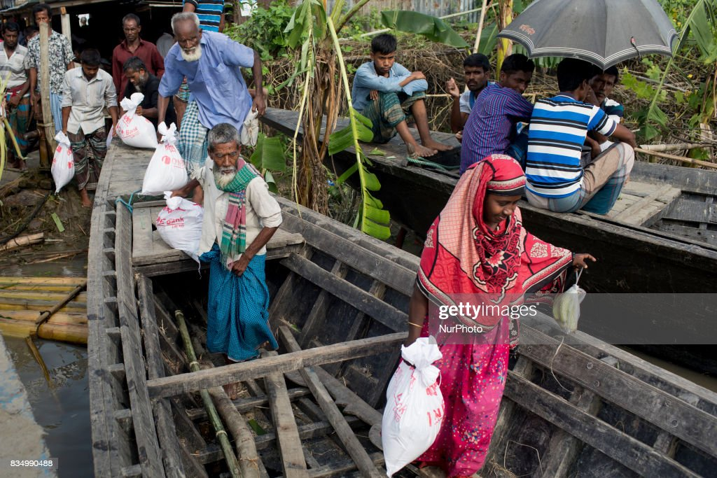 Bangladeshi flood affected people receive relief from a local rulling party MP at Jamtola, Sariakandi, Bogra, Bangladesh 17 August 2017. According to authorities, floods caused by heavy rainfall lashing Bangladesh during the past week have left at least 56 people dead. Affected people are waiting to get more relief as they are in shortage of food and drinking water in the shelter centers.