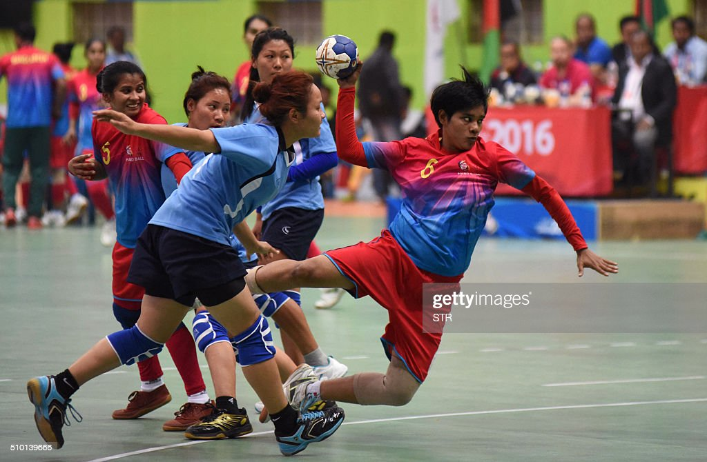 Bangladeshi handball player Dalia Akter (R) throws the ball against Nepal during the semi-final match at the 12th South Asian Games 2016 in Guwahati on February 14, 2016. Bangladesh beat Nepal 33-28. AFP PHOTO / Biju BORO / AFP / STR