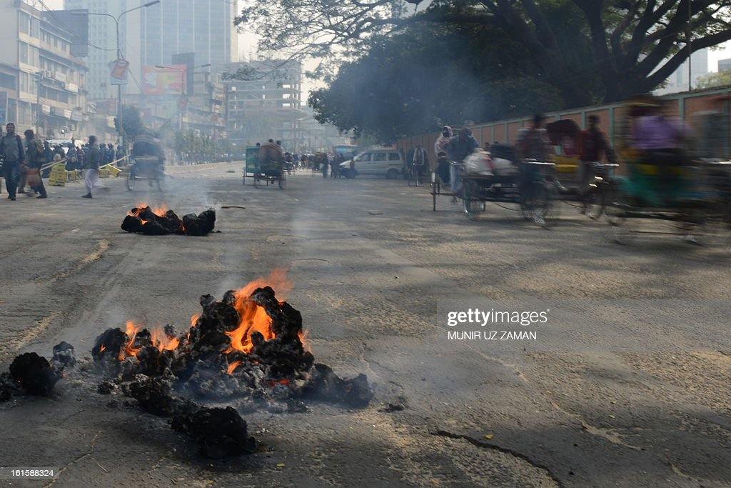 Bangladeshi Jamaat-e-Islami activists start fires in the street during a protest in Dhaka on February 12, 2013. The protesters hurled home-made bombs and attacked vehicles with bricks as police fought back with rubber bullets and tear gas in Dhaka's busy Karwan Bazaar and Motijheel commercial districts, police and witnesses said. AFP PHOTO/ Munir uz ZAMAN