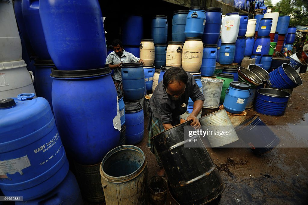 A Bangladeshi man cleans a drum at Karwan Bazar in Dhaka on October 7 2009 Karwan Bazar is one of the largest wholesale marketplaces in the...